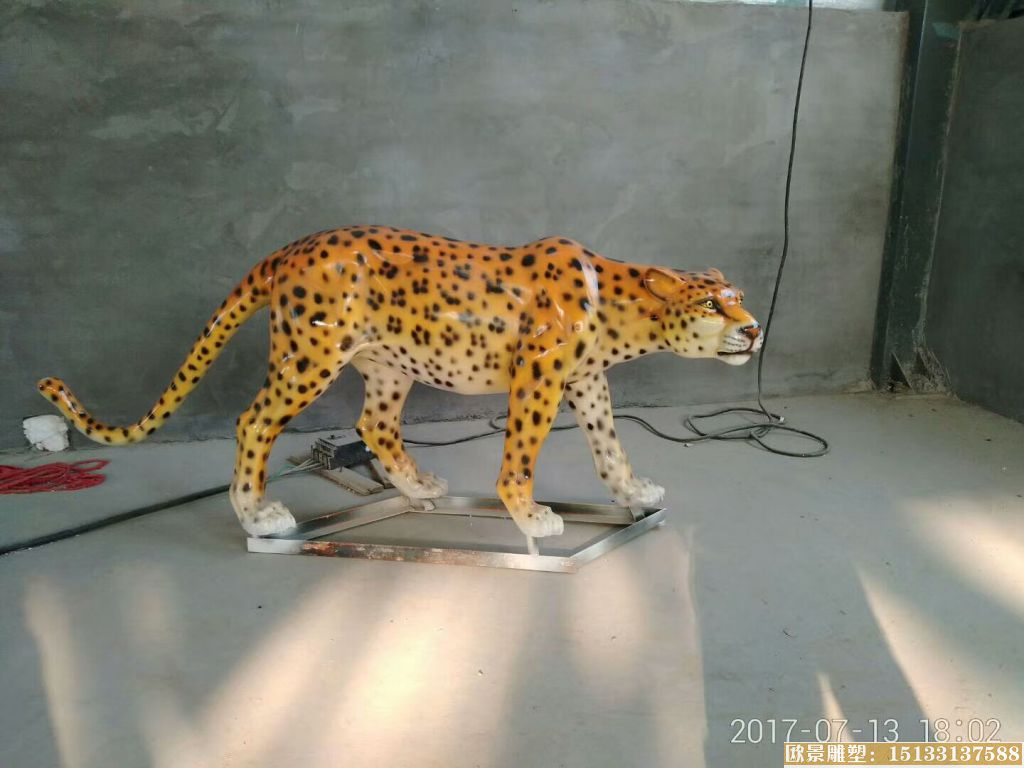 玻璃钢豹子雕塑 (1)